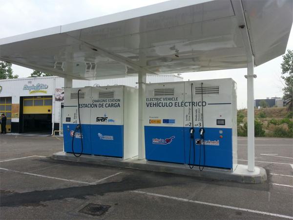 Instalación de SIRVE II, 1ª Electrolinera con generación y almacenamiento para uso público en Zoilo Ríos.